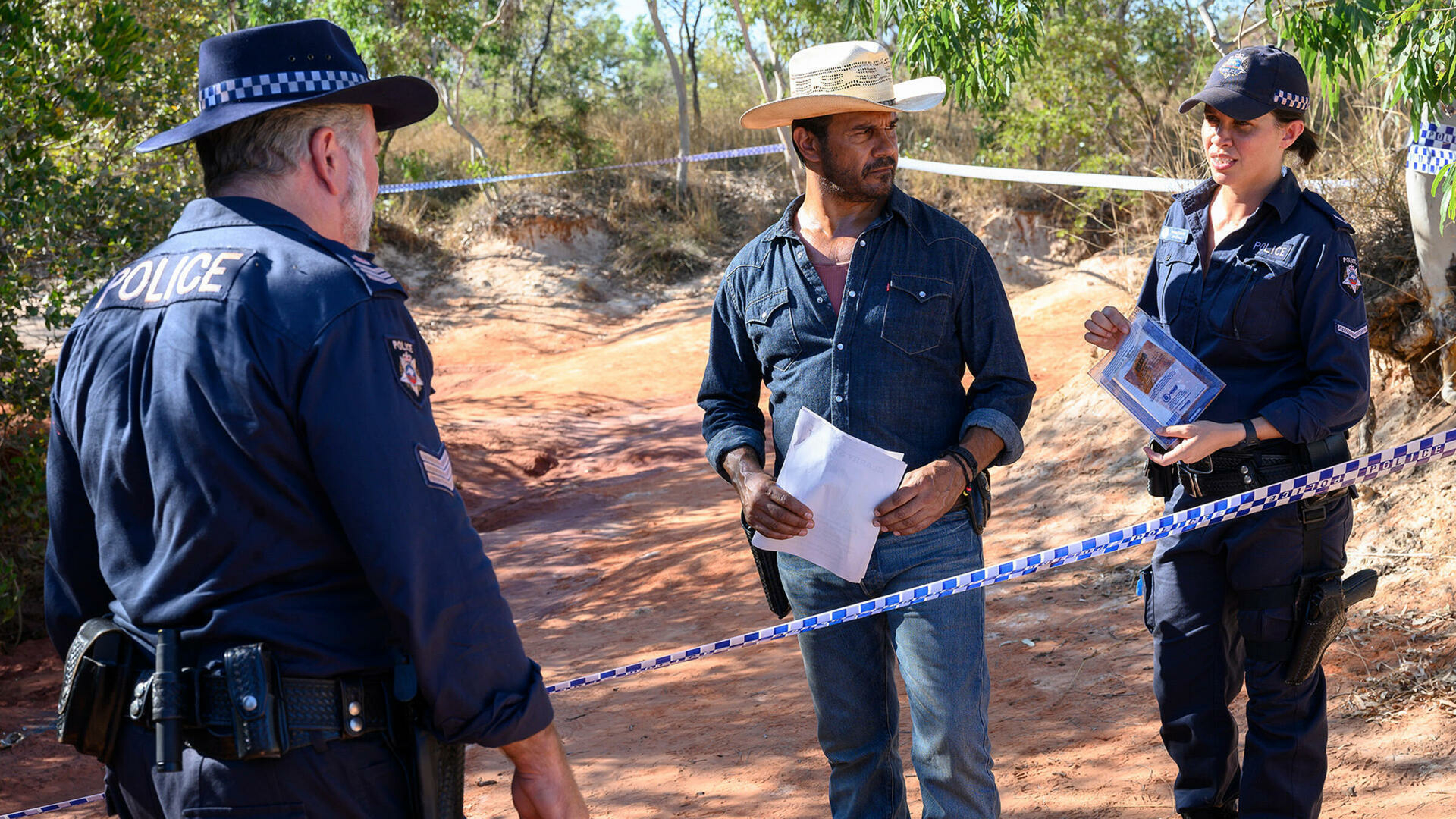 Mystery Road : Artefacts